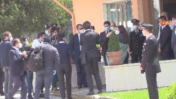 1 - Silvia Romano arriva all'aeroporto di Ciampino e abbraccia i genitori