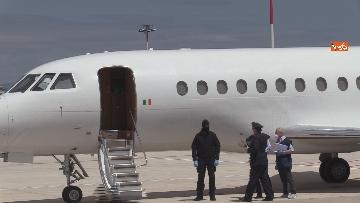 2 - Silvia Romano arriva all'aeroporto di Ciampino e abbraccia i genitori