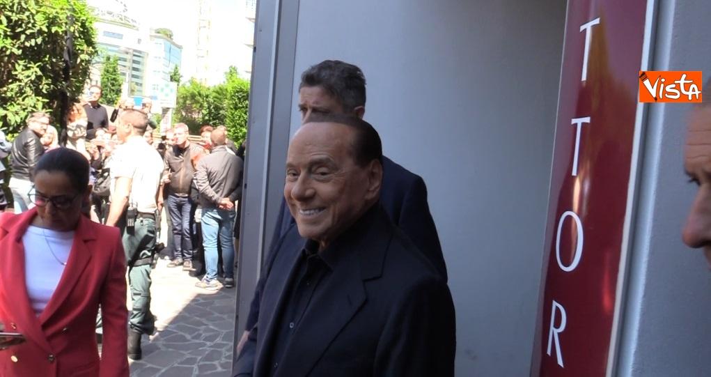 Berlusconi esce dal San Raffaele