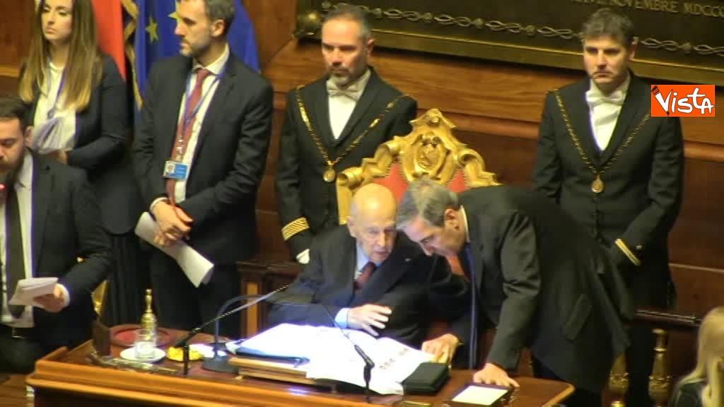 24-03-18 Conciliabolo tra Napolitano e Gasparri durante le fasi di voto 00_405513142955894405434