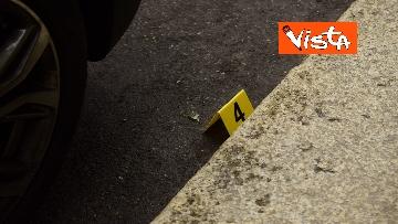 13 - Bottiglia di vetro lanciata contro la finestra di Silvia Romano, Polizia sul posto