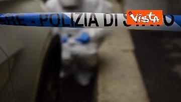 5 - Bottiglia di vetro lanciata contro la finestra di Silvia Romano, Polizia sul posto
