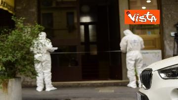 9 - Bottiglia di vetro lanciata contro la finestra di Silvia Romano, Polizia sul posto