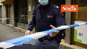 4 - Bottiglia di vetro lanciata contro la finestra di Silvia Romano, Polizia sul posto