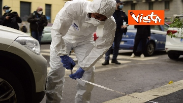 10 - Bottiglia di vetro lanciata contro la finestra di Silvia Romano, Polizia sul posto