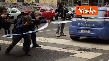 3 - Bottiglia di vetro lanciata contro la finestra di Silvia Romano, Polizia sul posto