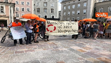 1 - Manifestazione per Carola durante la visita di Mattarella a Salisburgo