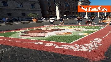 4 - San Pietro e Paolo, tappeto di colori a Via della Conciliazione per la tradizionale infiorata