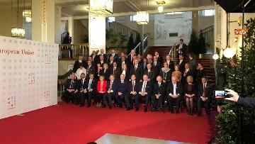5 - Fico tra i presidenti delle Camere Ue per la foto di famiglia del congresso svoltosi a Vienna