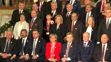 2 - Fico tra i presidenti delle Camere Ue per la foto di famiglia del congresso svoltosi a Vienna