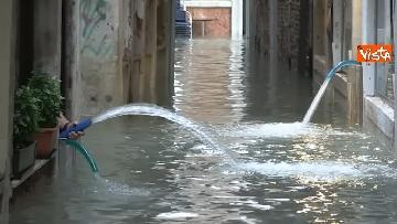 15 - Venezia sotto l'acqua, ecco come continua la vita quotidiana