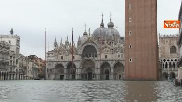 3 - Venezia sotto l'acqua, ecco come continua la vita quotidiana