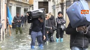 14 - Venezia sotto l'acqua, ecco come continua la vita quotidiana