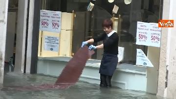 7 - Venezia sotto l'acqua, ecco come continua la vita quotidiana