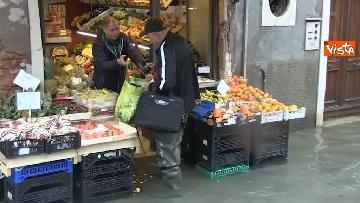 12 - Venezia sotto l'acqua, ecco come continua la vita quotidiana