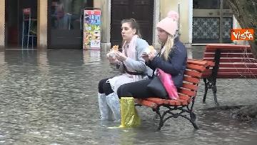 8 - Venezia sotto l'acqua, ecco come continua la vita quotidiana