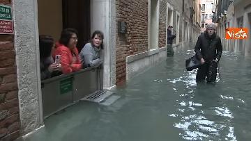 4 - Venezia sotto l'acqua, ecco come continua la vita quotidiana