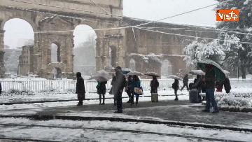 15 - La neve ricopre le strade di Roma