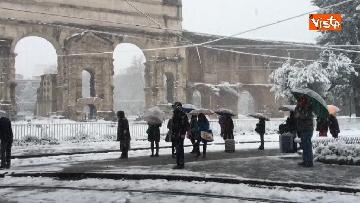14 - La neve ricopre le strade di Roma