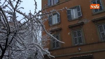 11 - La neve ricopre le strade di Roma
