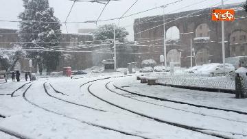 17 - La neve ricopre le strade di Roma