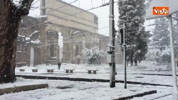 12 - La neve ricopre le strade di Roma
