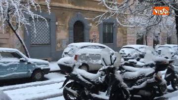 9 - La neve ricopre le strade di Roma