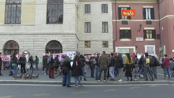 7 - Giornata mondiale del teatro, le foto della protesta davanti al Teatro Argentina a Roma