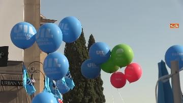 2 - Cgil, Cisl e Uil scendono in piazza a Roma