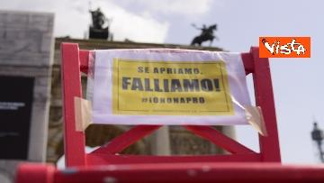 """4 - Flash Mob Arco della Pace Milano, il ristoratore in sciopero della fame: """"Serve taglio tasse"""""""