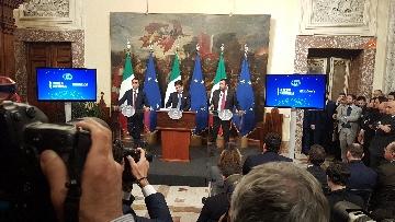 1 - Conte, Di Maio e Salvini presentano il decretone a Palazzo Chigi
