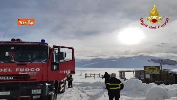 5 - Neve a Castelluccio di Norcia, cingolati dei Vigili del Fuoco soccorrono mandria di 51 cavalli