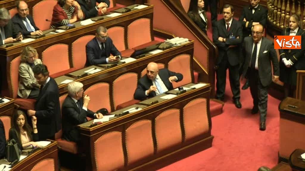 23-03-18 Galliani, al primo giorno al Senato, chiede consigli in aula al piu' 'esperto' Romani 00_34167261425405920251