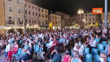 4 - Oliver Stone inaugura Passaggi Festival a Fano presentando la sua autobiagrafia 'Cercando la luce'