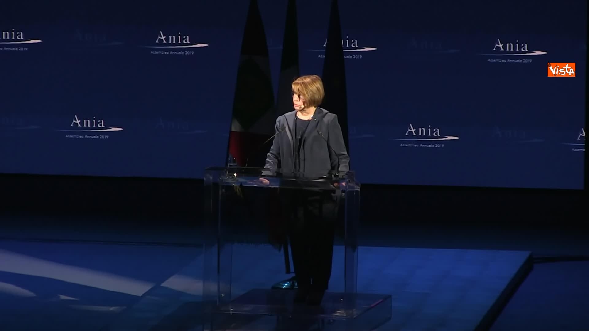 10-07-19 Ania l Assemblea con Conte Mattarella e la presidente Farina_Maria Bianca Farina presidente Ania sul palco 02