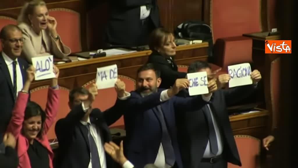 11-09-19 Tutte le bagarre al Senato il giorno della fiducia al Governo Conte 11_Lega con cartelli Ma de che se ragiona