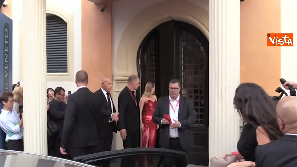 29-08-29 Mostra del Cinema Venezia, Scarlett Johansson, Adam Driver e Laura Dern verso il red carpet di Marriage Story