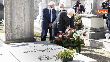 5 - Mattarella rende omaggio alla tomba di Cossiga
