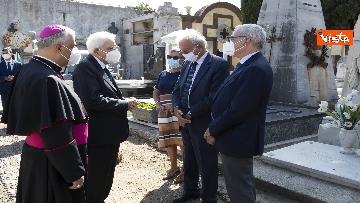 2 - Mattarella rende omaggio alla tomba di Cossiga