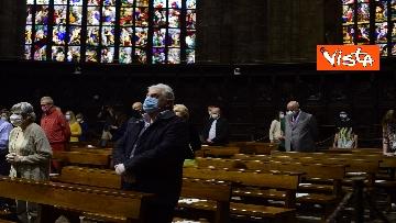 """4 - Riapre il Duomo di Milano, """"Vi aspettavamo da tanto tempo"""", le prime parole del sacerdote ai fedeli"""
