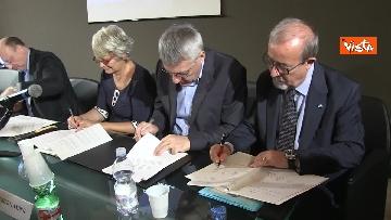 6 - La firma per la convenzione tra sindacati, Inl, Inps e Confindustria contro il dumping salariale