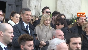 3 - Il pianto di Rita Dalla Chiesa davanti al feretro di Frizzi