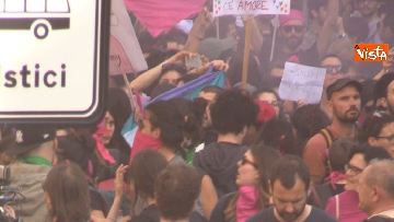 10 - Manifestazione femminista a Verona, in 20mila in corteo