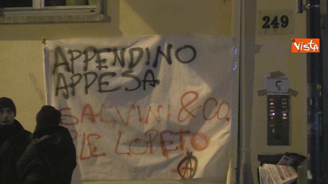 Striscioni al presidio degli anarchici a Torino contro la Lega_02