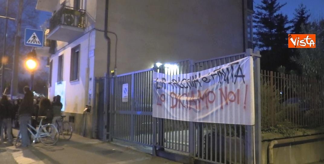 Striscioni al presidio degli anarchici a Torino contro la Lega_03