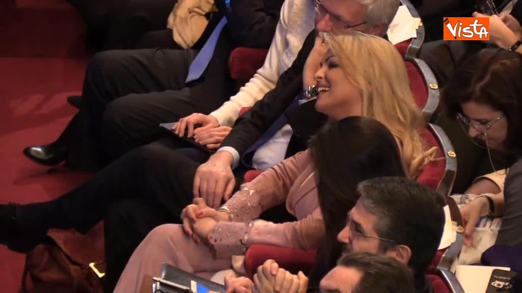 25-02-18 Pascale battuta Silvio Prendo sua carta tanto pago io_06