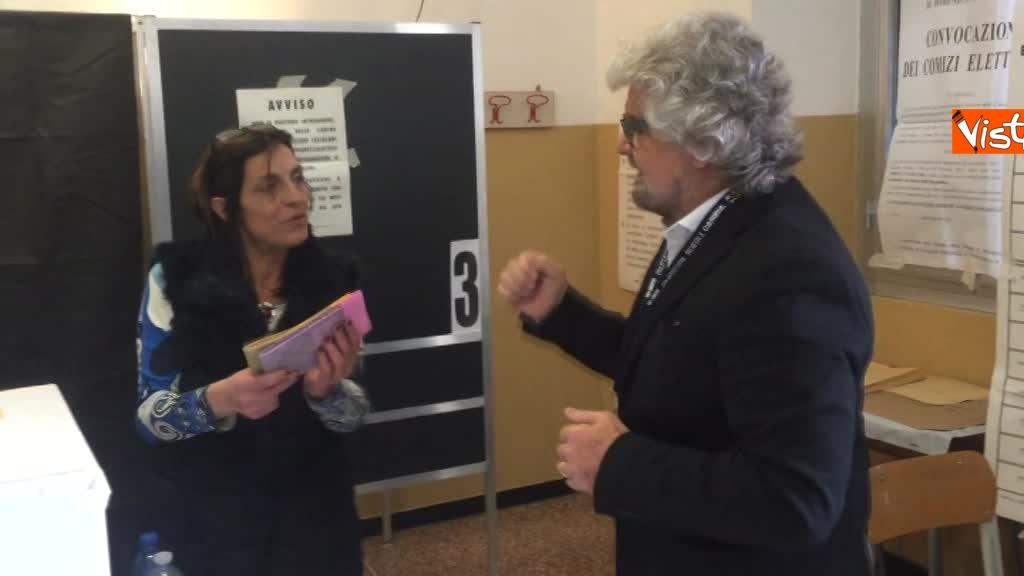 04-03-18 Beppe Grillo al seggio elettorale il momento del voto_05