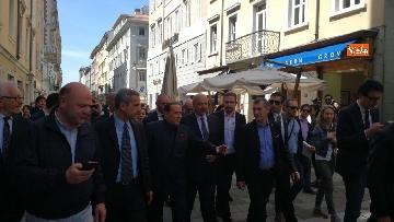 3 - Berlusconi in Piazza Unità a Trieste accompagnato dal sindaco della città