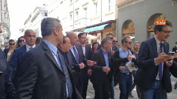 4 - Berlusconi in Piazza Unità a Trieste accompagnato dal sindaco della città