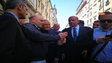 5 - Berlusconi in Piazza Unità a Trieste accompagnato dal sindaco della città